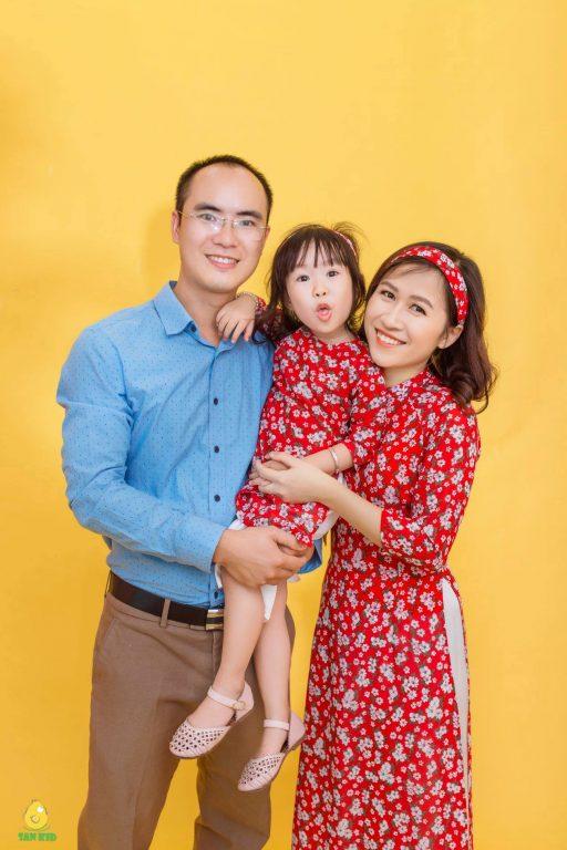 Ảnh gia đình đẹp trong trang phục truyền thống