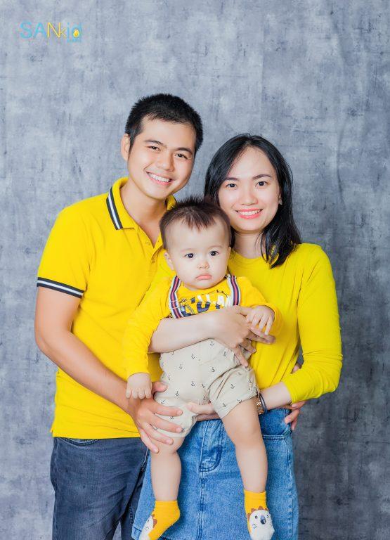 Chụp ảnh gia đình trong trang phục thoải mái không quá cầu kỳ trong ngày hè