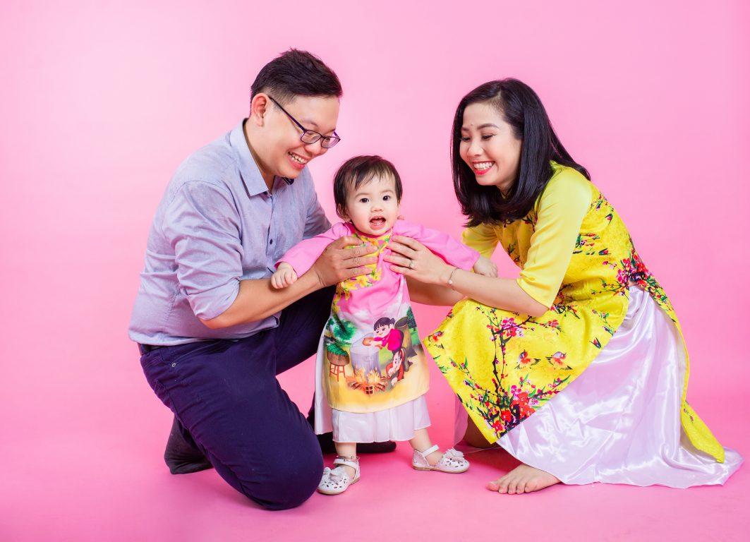 Chụp ảnh gia đình theo phong cách ngày Tết cổ truyền