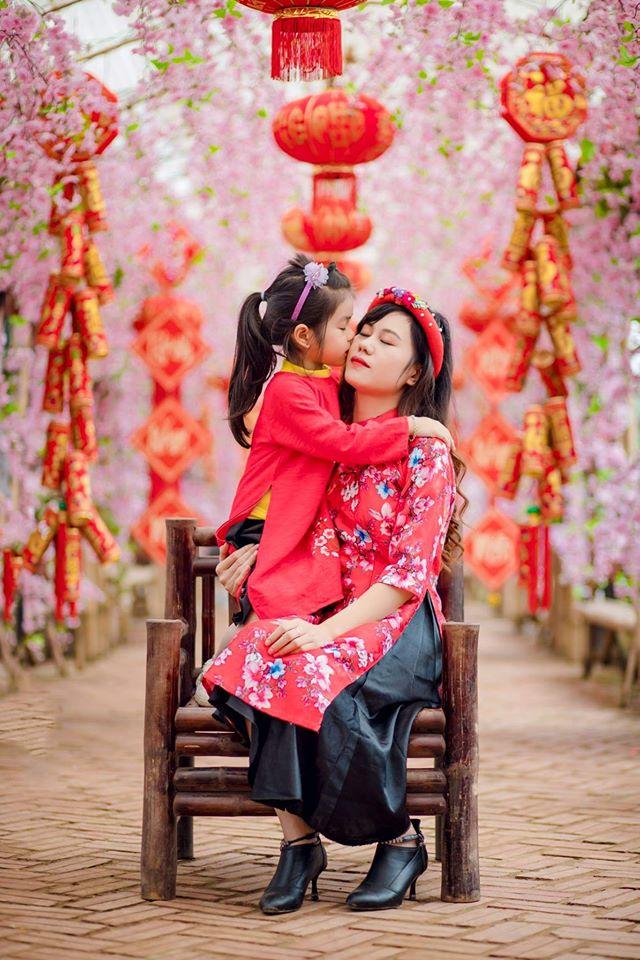 ảnh chụp mẹ và bé trong trang phục áo dài 9