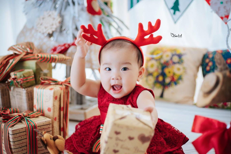 Chụp hình cho bé tuyệt đẹp trong concept noel