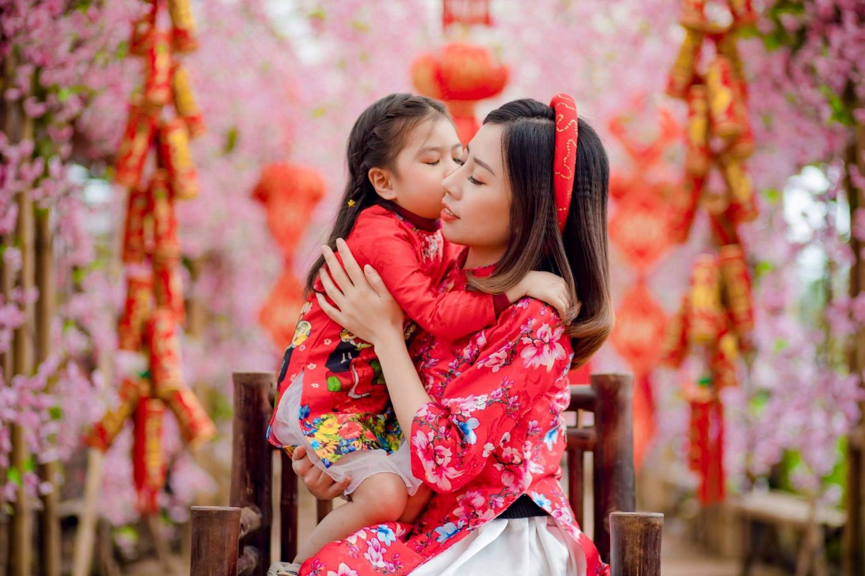 Những chiếc áo dài cách tân độc đáo giúp bộ ảnh mẹ và gái siêu lung linh