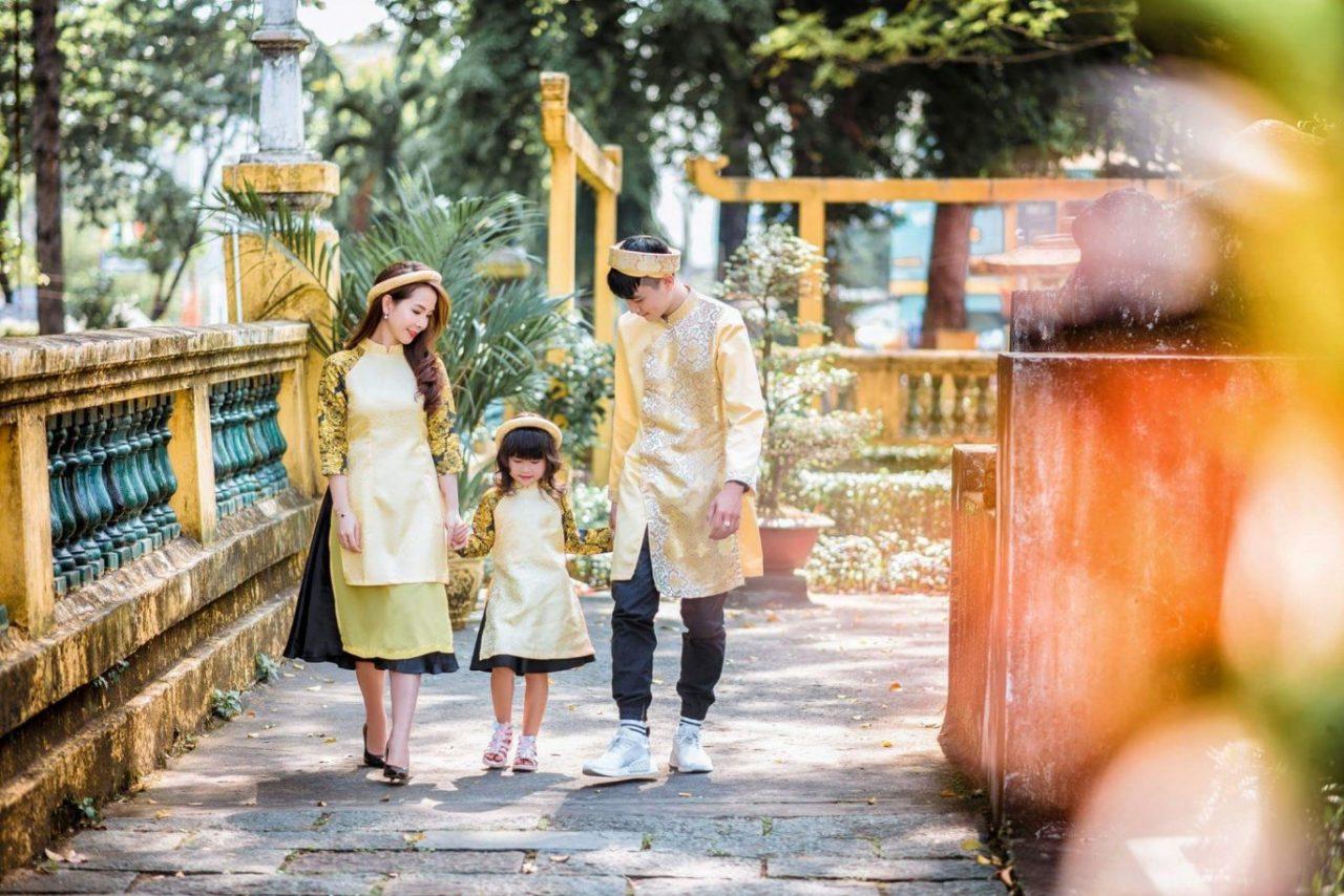 ảnh chụp mẹ và bé trong trang phục áo dài 1
