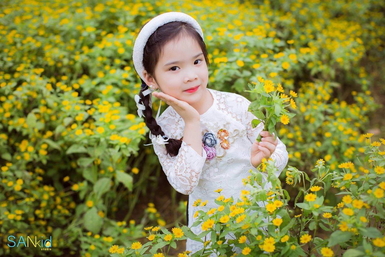Cách tạo dáng chụp ảnh áo dài Tết cho bé