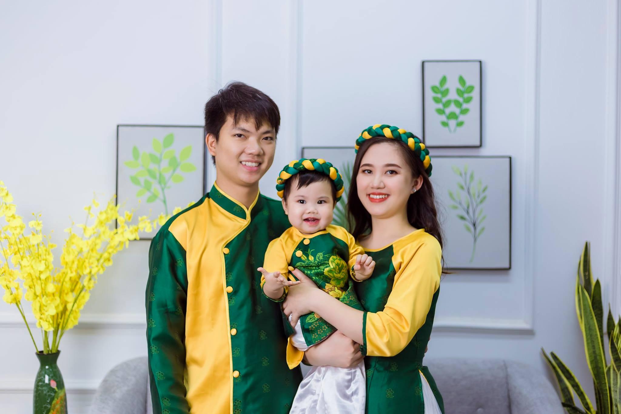 Hình ảnh gia đình hạnh phúc vui vẻ ngày Tết