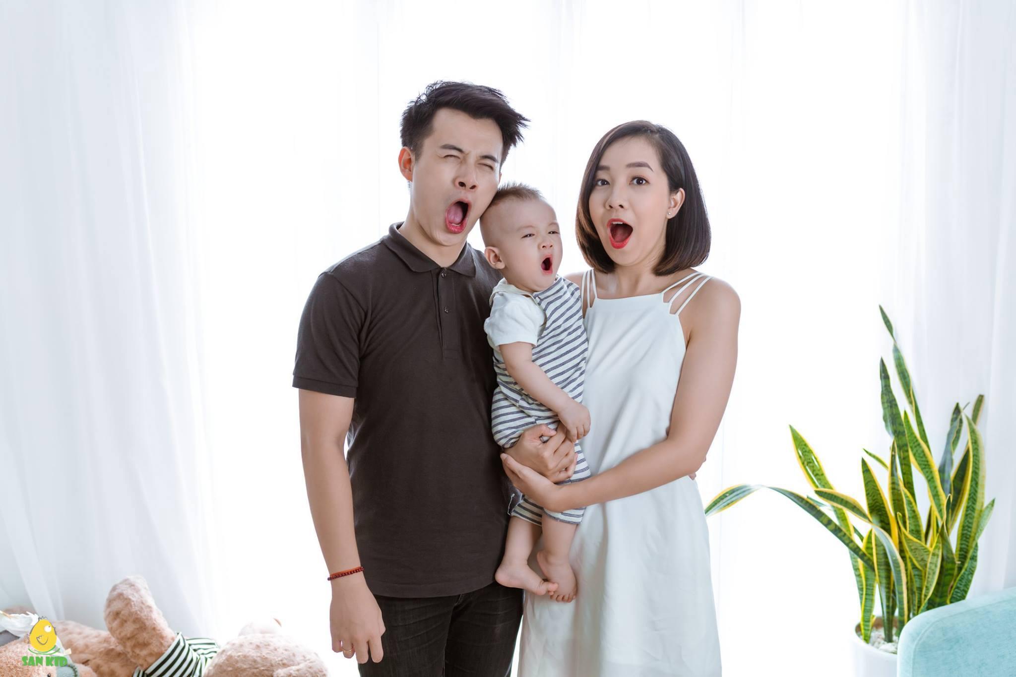 Chụp hình gia đình Hàn Quốc với biểu cảm đáng yêu
