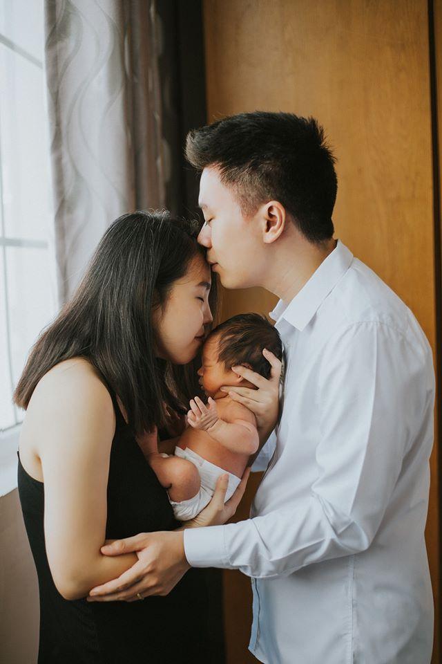 """Hình ảnh chụp bé trong concept """"Gia đình hạnh phúc""""."""
