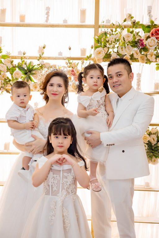 Chụp ảnh gia đình 5 người theo phong cách Hàn Quốc sang trọng