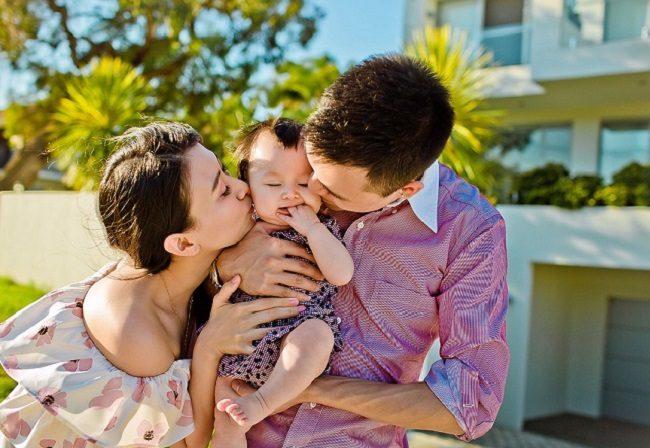 Ảnh gia đình trong concept yêu thương nhau