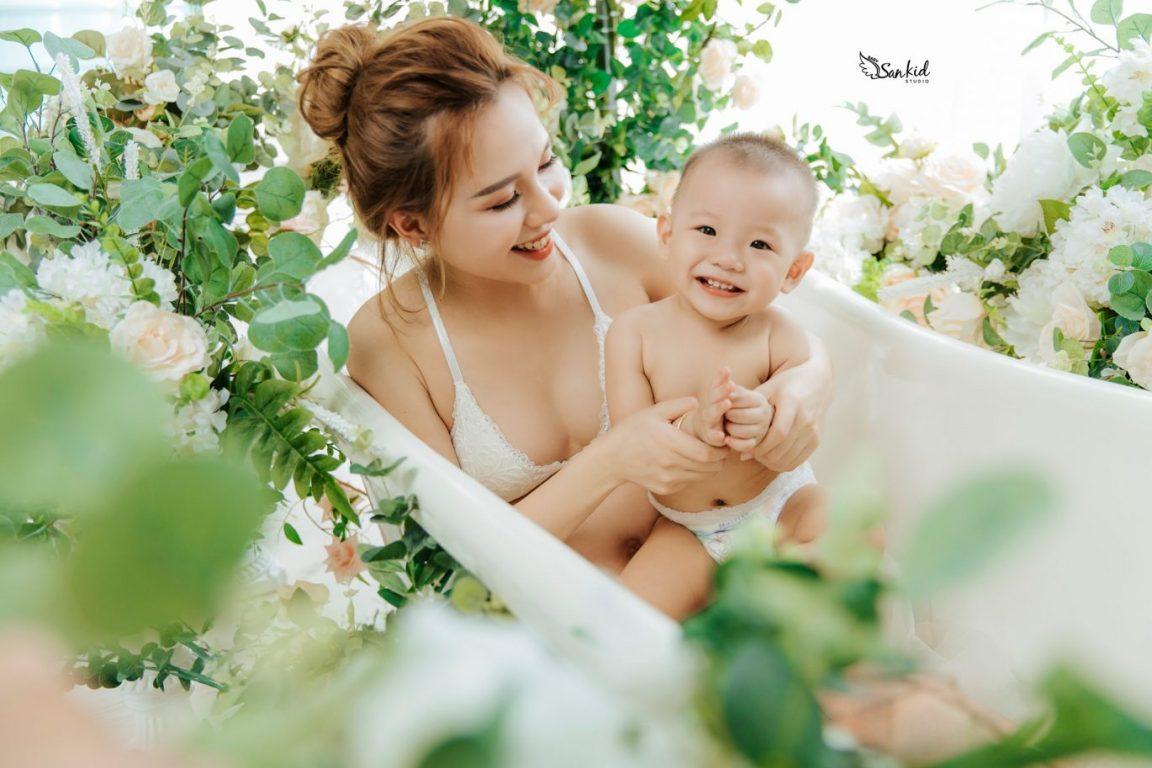 Chụp ảnh bầu đẹp cùng bé yêu để bé cảm nhận sự yêu thương