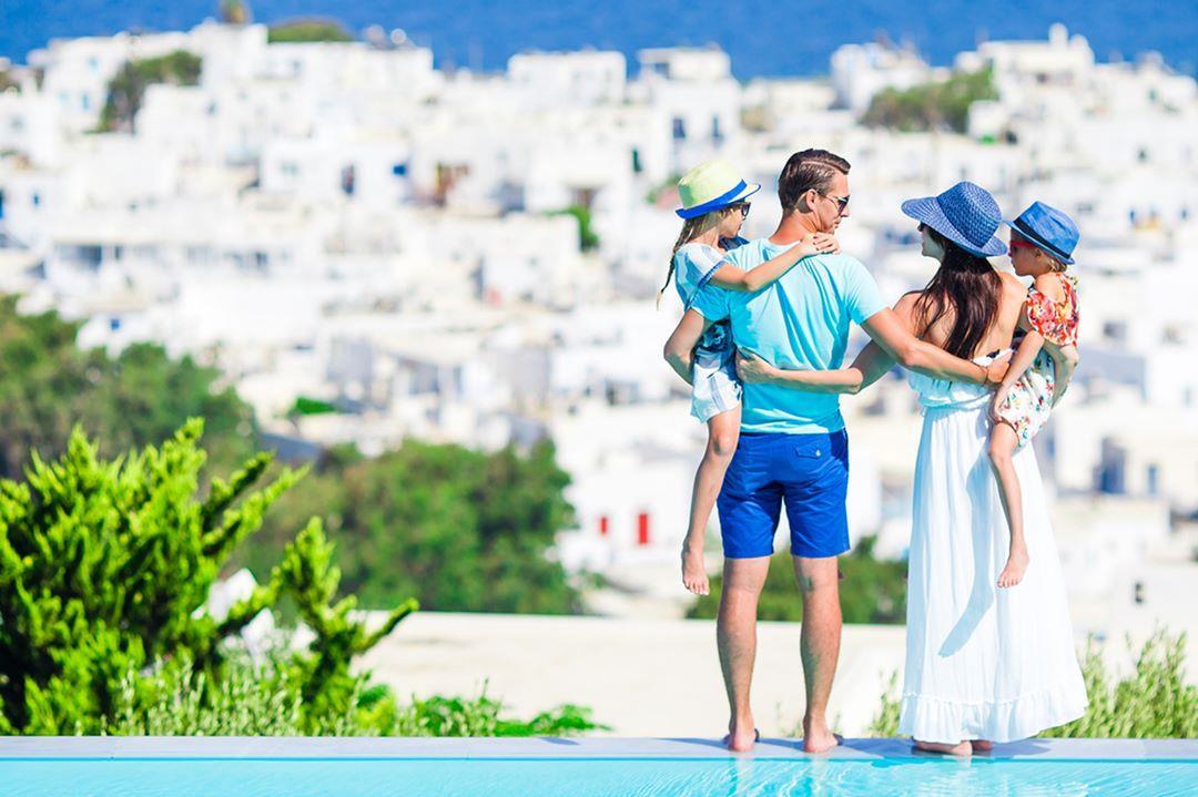 Chụp hình gia đình đẹp cùng khung cảnh thiên nhiên