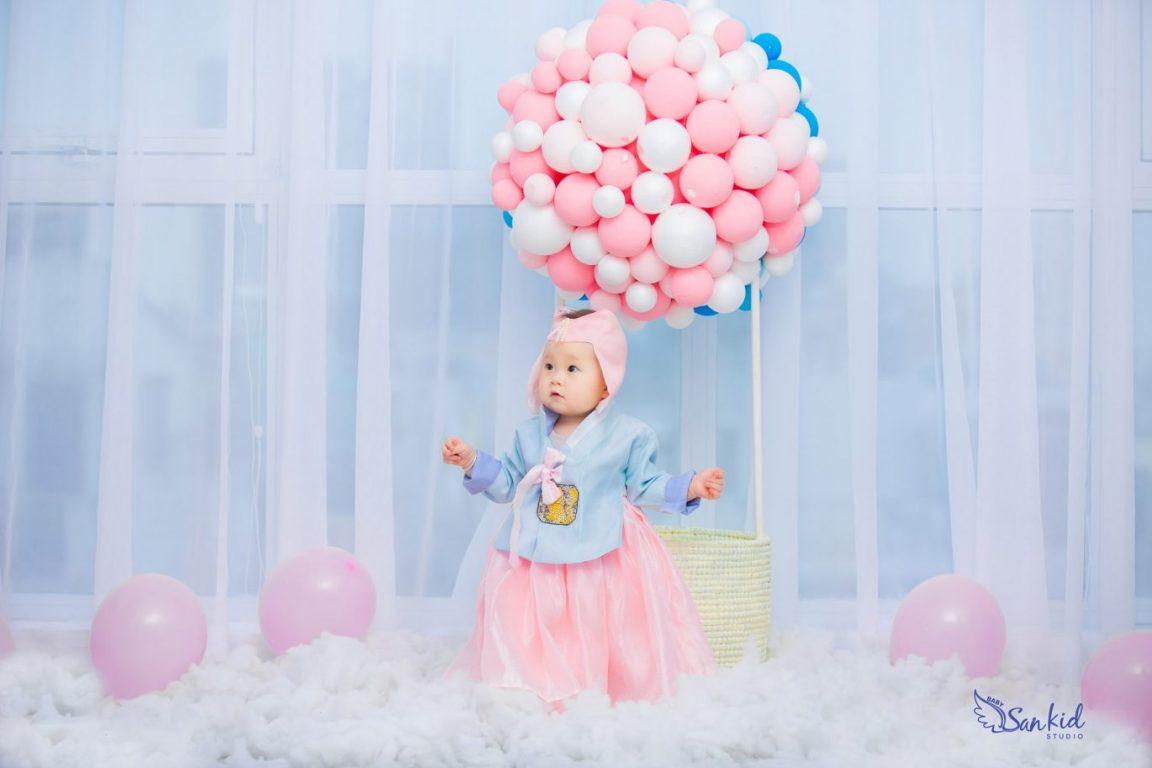 Album ảnh sinh nhật bé gái 1 tuổi xinh xắn trong concept Hàn Quốc
