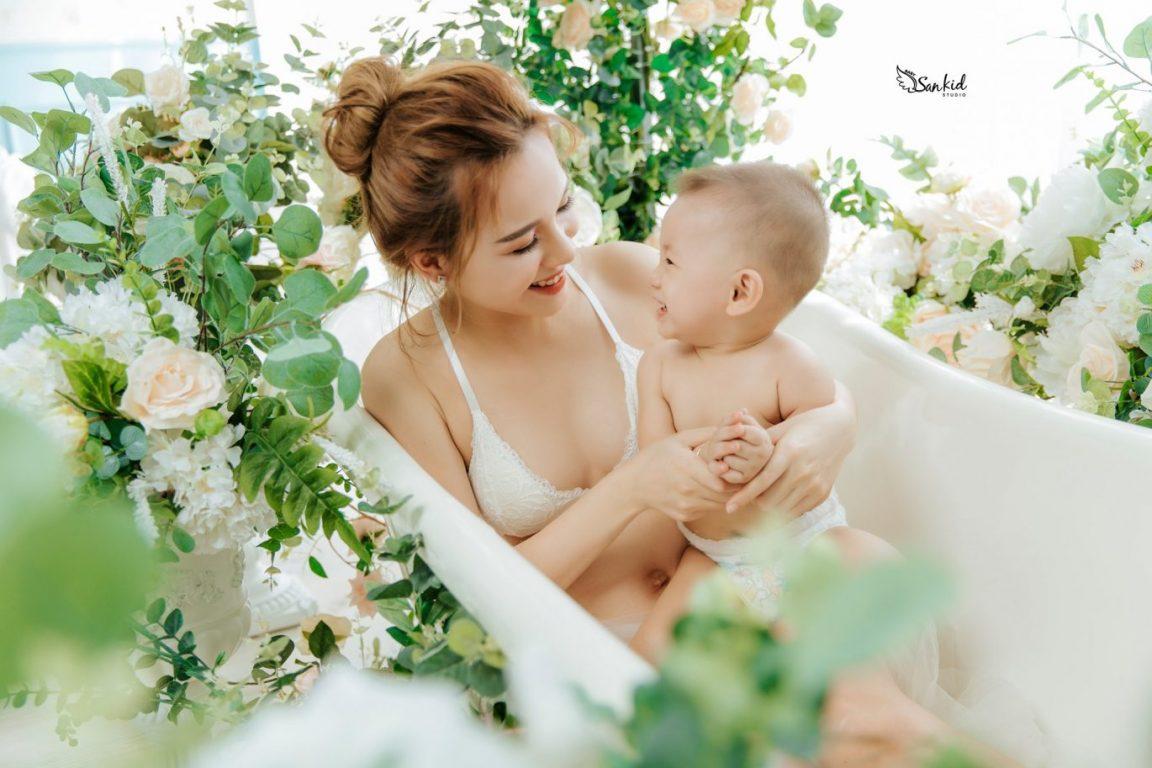 Ảnh mẹ và bé trai đẹp