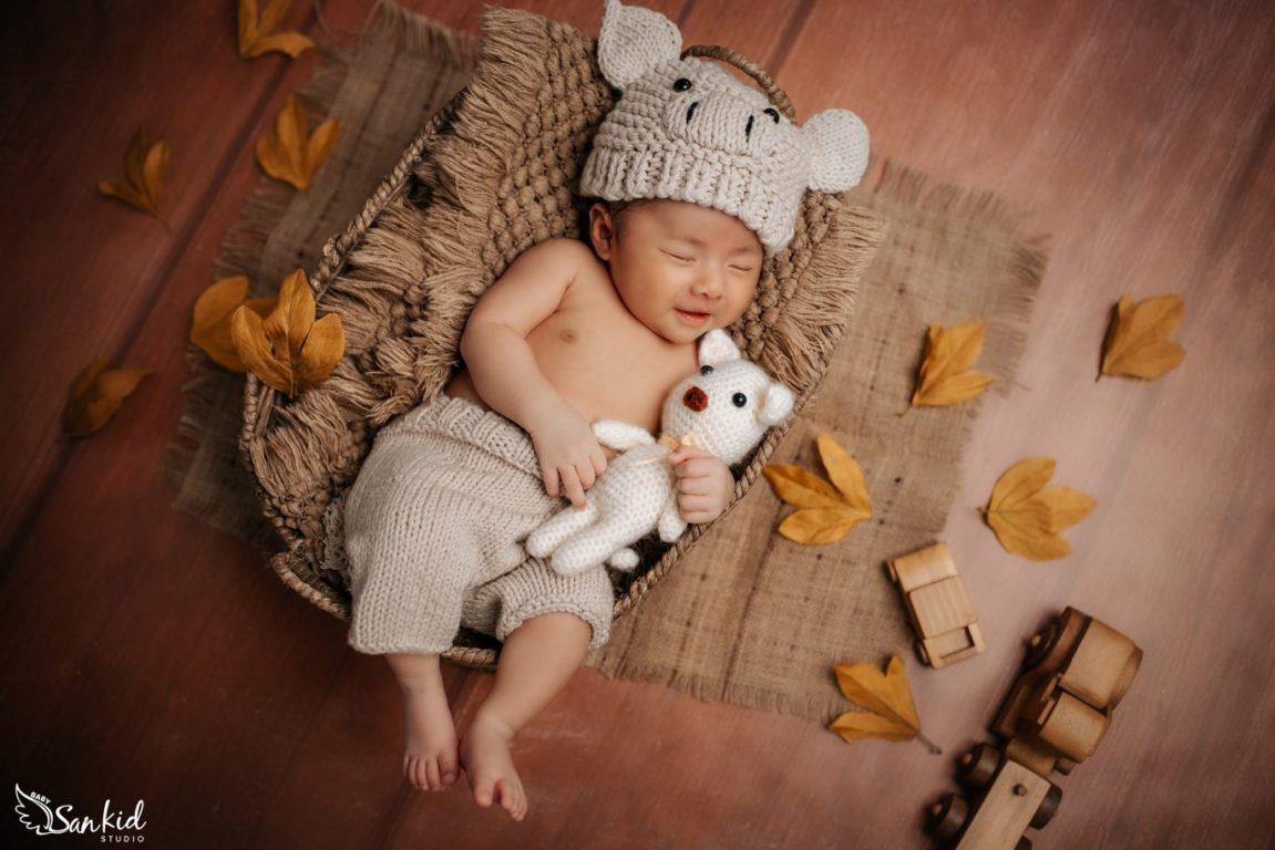 Chụp ảnh cho bé cùng tấm chăn cho bé thêm ấm ấp
