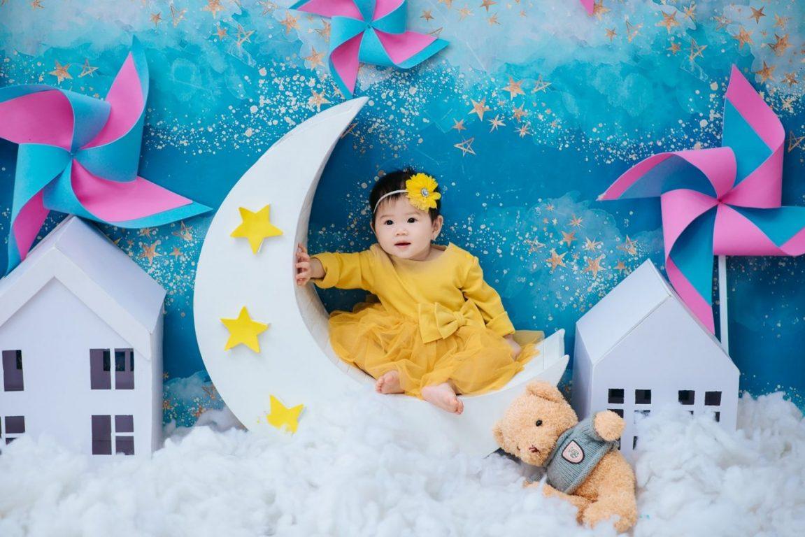 Hình ảnh chụp bé thật xinh trong tiệc thôi nôi