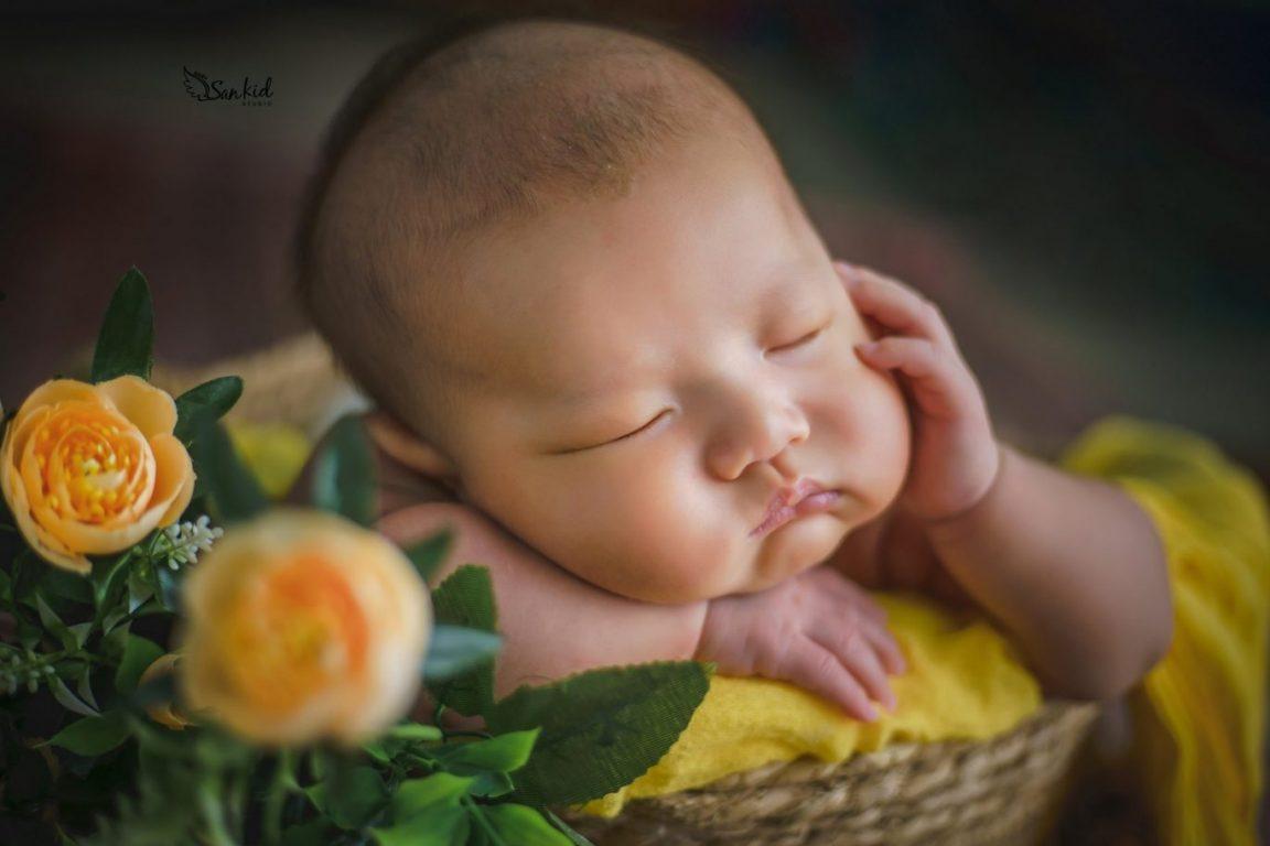 Hình ảnh bé sơ sinh 6 tháng tuổi say giấc nồng