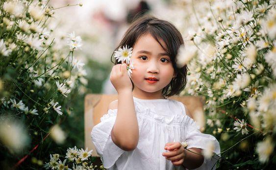 album-anh-be-de-thuong-tai-vuon-cuc-hoa-mi