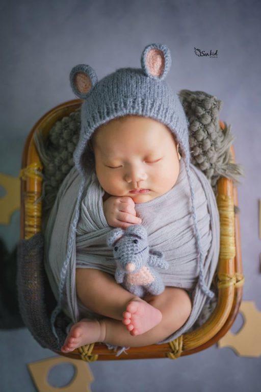 Ngắm nhìn hình ảnh bé sơ ngủ say giấc cũng là niềm hạnh phúc của bố mẹ