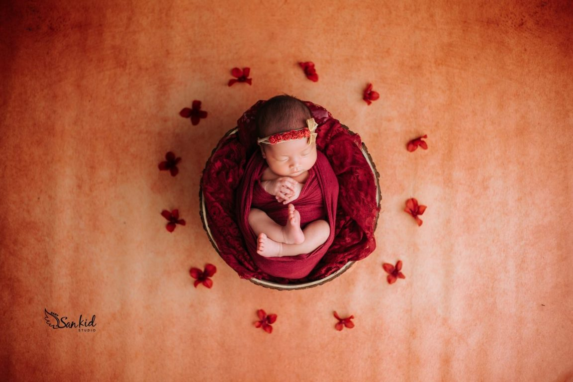 Chụp ảnh bé sơ sinh làm nguồn vui, niềm hạnh phúc và nỗi yêu thương ngập tràn cho cả gia đình.