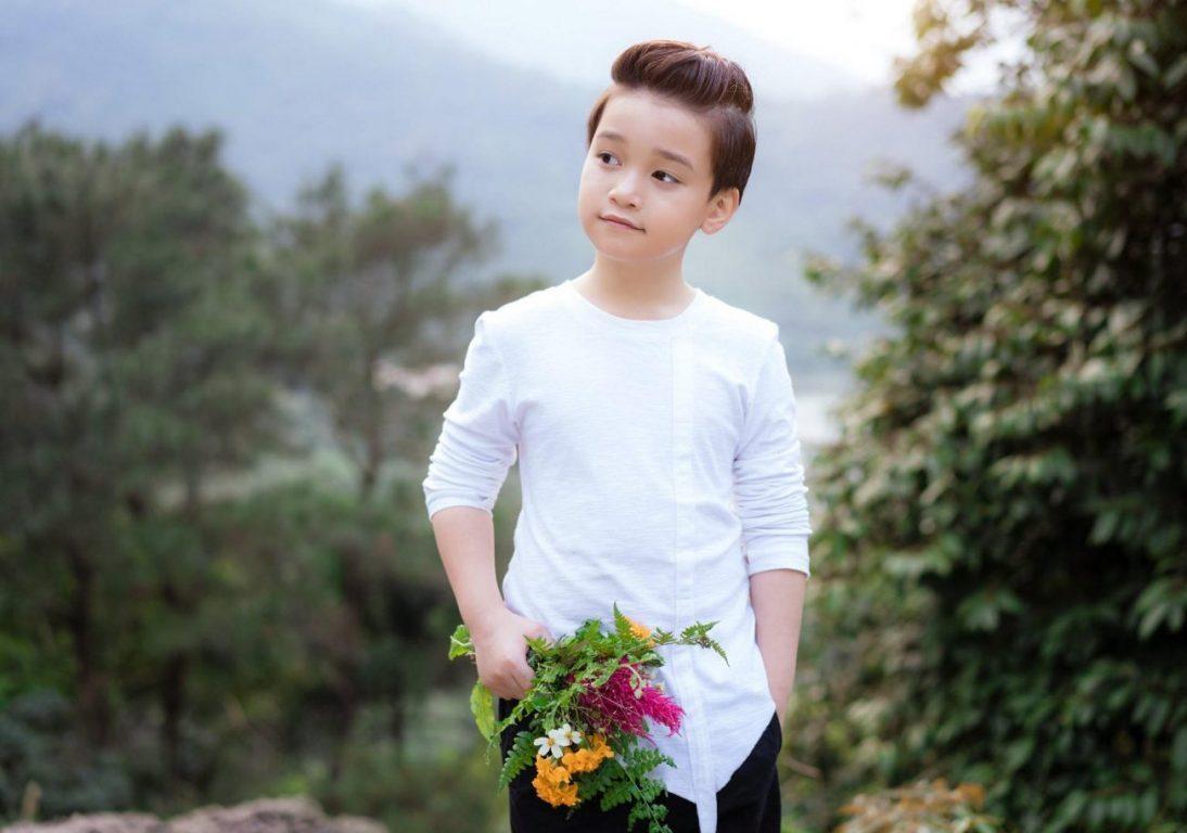 Ảnh bé trai lịch lãm trong concept phim Hạ Cánh Nơi Anh