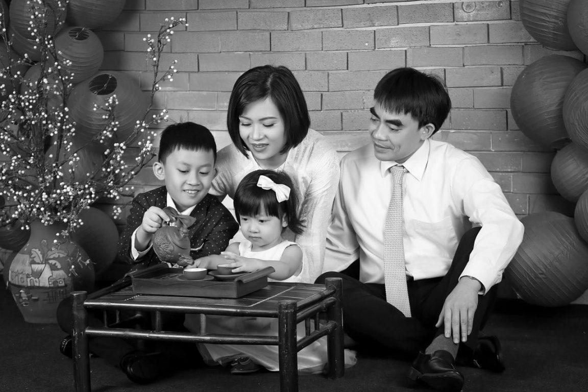 Chụp ảnh gia đình nghệ thuật quây quần bên nhau cùng Sankid