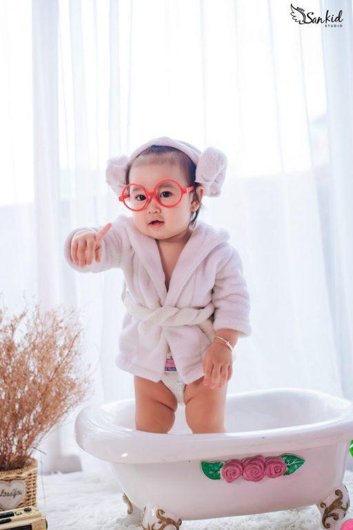 chup-anh-baby-dang-yeu-ngo-nghinh