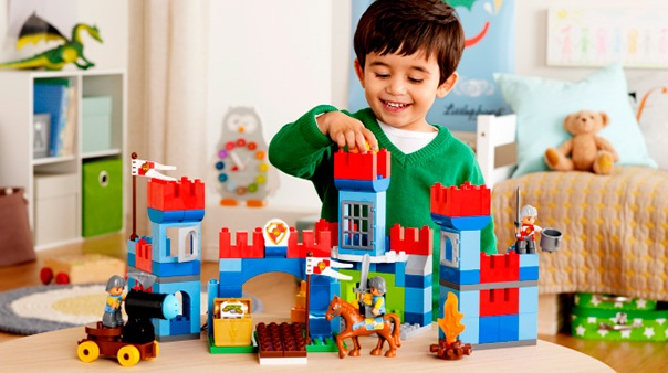 Đồ aĐồ chơi lắp rắp là quà thôi nôi tuyệt vời cho bélắp rắp tại nhà phát triển trí não an toàn cho bé từ 2-5 tuổi