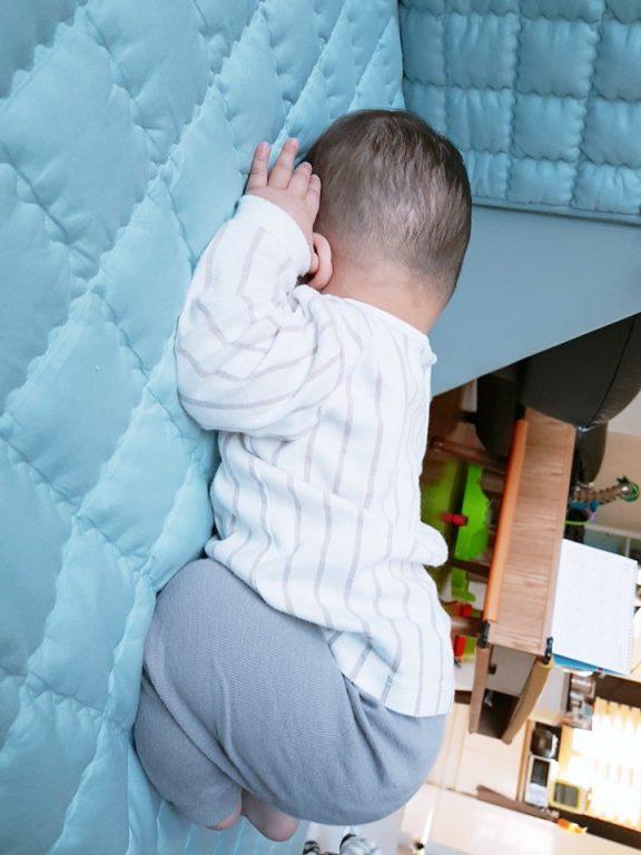 Những tư thế tạo dáng bá đạo khi ngủ của bé 02