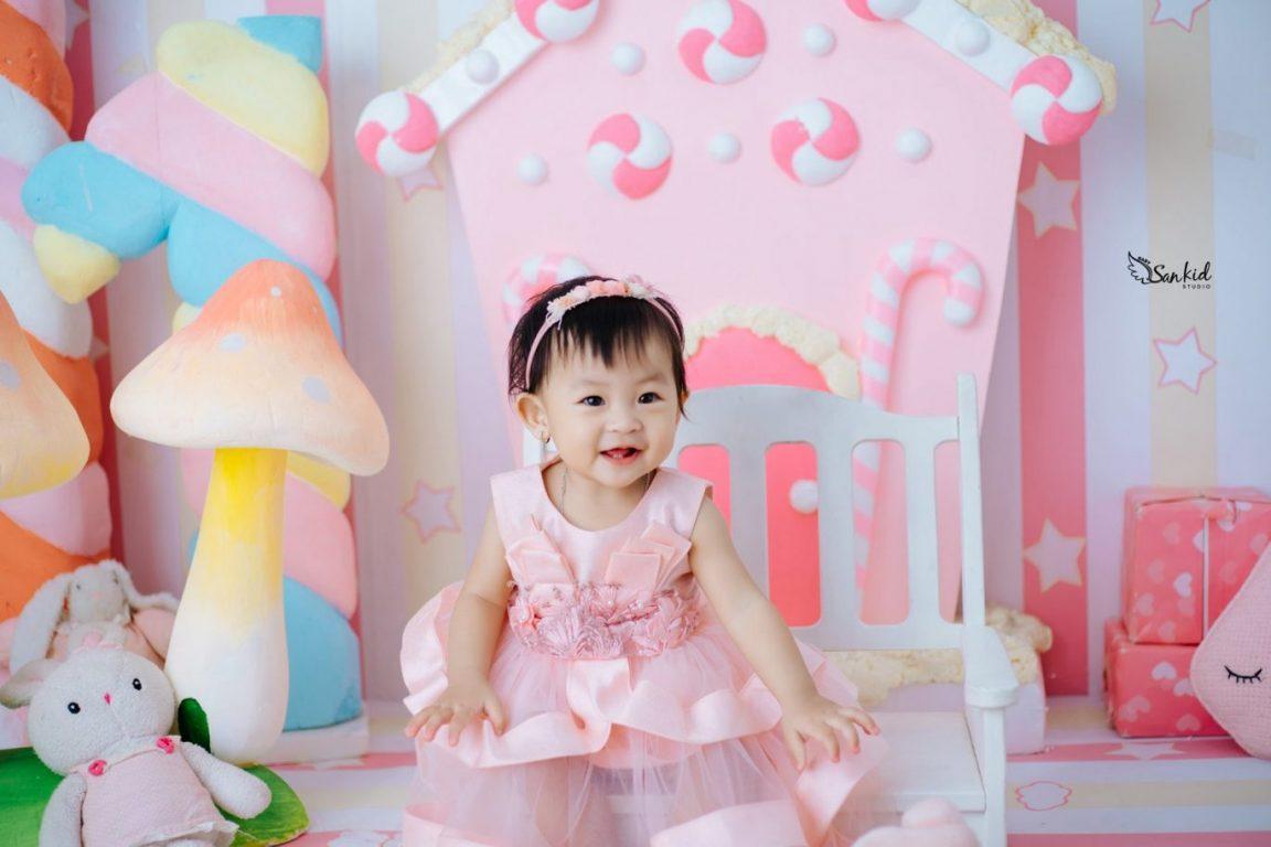 Chụp ảnh sinh nhật 1 tuổi cho bé gái tại nhà siêu đẹp