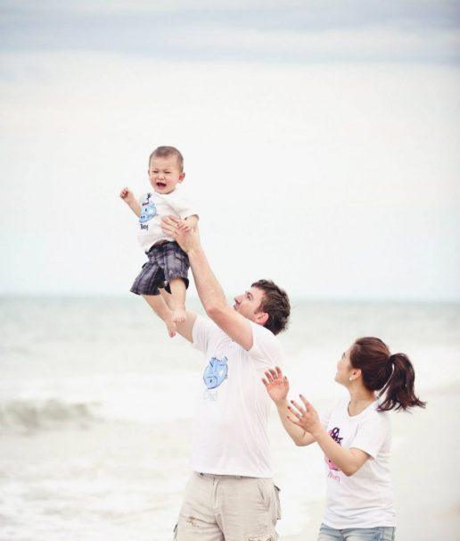Tạo dáng chụp hình gia đình du lịch biển độc đáo 02