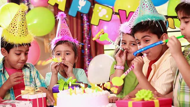 Ý tưởng tổ chức sinh nhật cho bé tại nhà độc đáo với trò chơi mẹ bảo