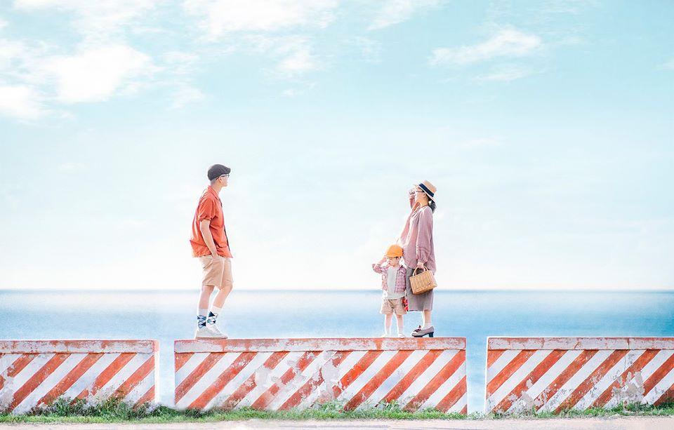 Tạo dáng chụp hình gia đình du lịch ở biển kiểu Hàn Quốc 01