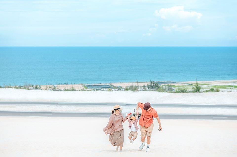 Chụp hình gia đình du lịch ở biển kiểu Hàn Quốc 01