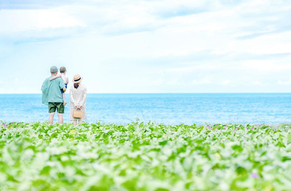 Cách tạo dáng chụp ảnh gia đình đi biển