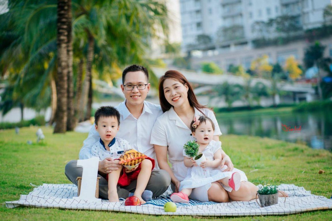 Khoảnh khắc gia đình xum vầy hạnh phúc khi chụp hình dã ngoại gia đình cùng nhau