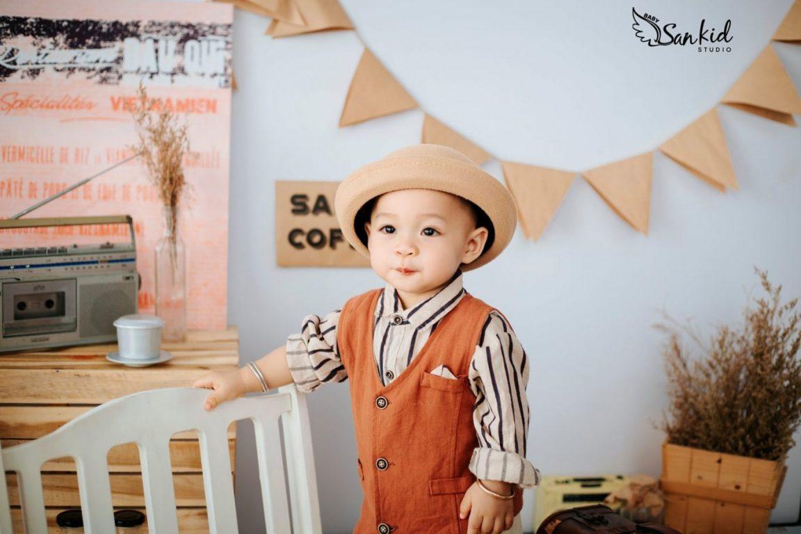 Chụp ảnh style vintage cho bé tại nhà