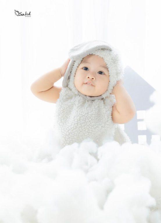 Chụp hình thôi nôi sinh nhật 1 tuổi cho bé với concept Thỏ Ngọc siêu dễ thương