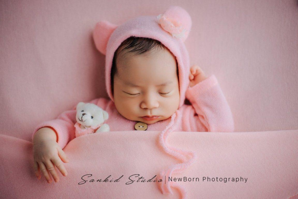 Tạo dáng chụp ảnh bé sơ sinh đáng yêu tại nhà 03