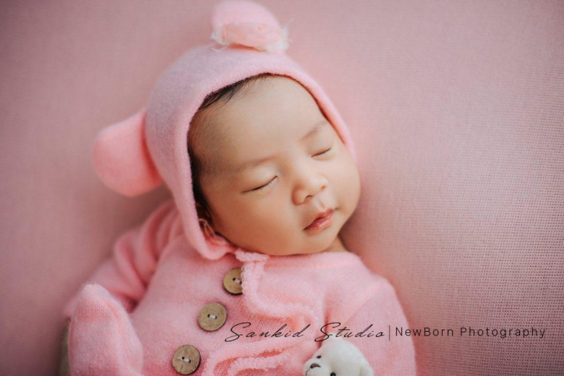Tạo dáng chụp ảnh bé sơ sinh đáng yêu tại nhà 05