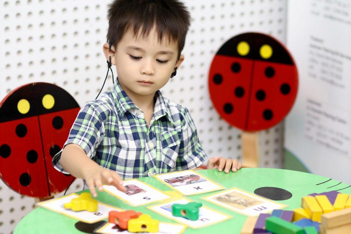 Trò chơi cho bé tại nhà nhận biết âm thanh phát triển năng khiếu âm nhạc cho bé