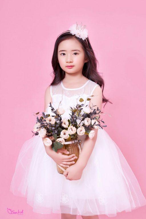 Giỏ hoa là phụ kiện chụp ảnh cho bé đầy tinh tế