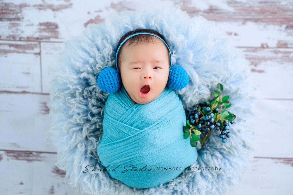Đạo cụ chụp ảnh cho bé với thảm lông