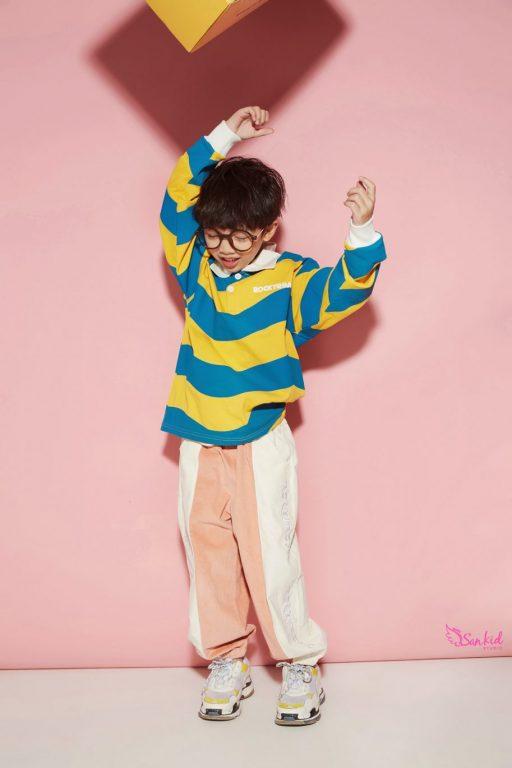 Trang phục trẻ em với chất liệu nhẹ giúp các bé thoải mái hoạt động