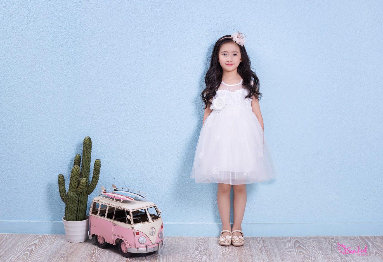 Mix đồ cho bé gái với váy voan công chúa và phụ kiện