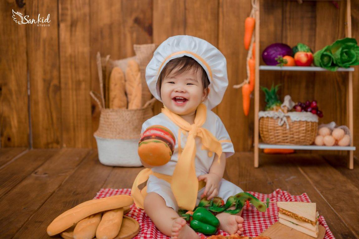 Trò chơi đồ hàng giúp các bé nhỏ phân biệt màu sắc, vật dụng quen thuộc