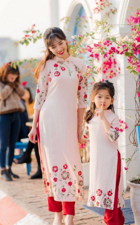 Trang phục Tết áo dài truyền thống đẹp cho mẹ và bé