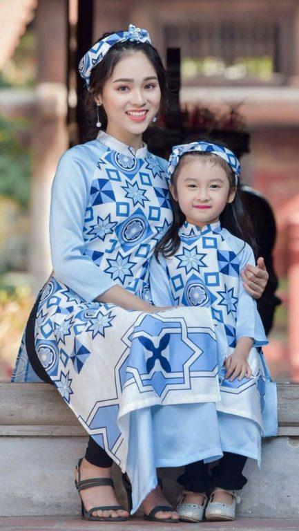 Những mẫu áo dài đẹp luôn tôn dáng cho mẹ và bé