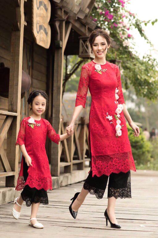 Áo dài cách tân là trang phục Tết ưu tiên cho mẹ và bé