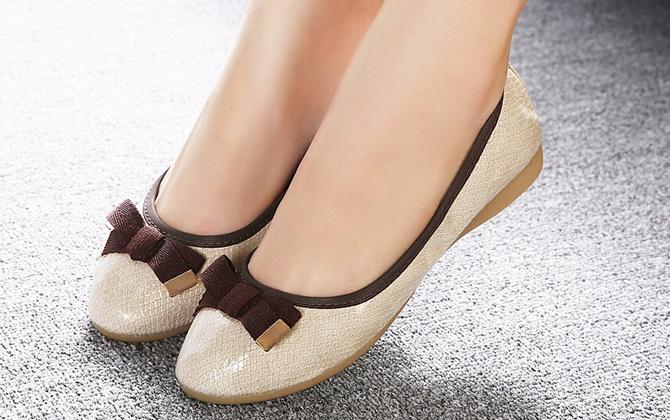 Cách chọn giày dép cho mẹ bầu an toàn hợp thời trang