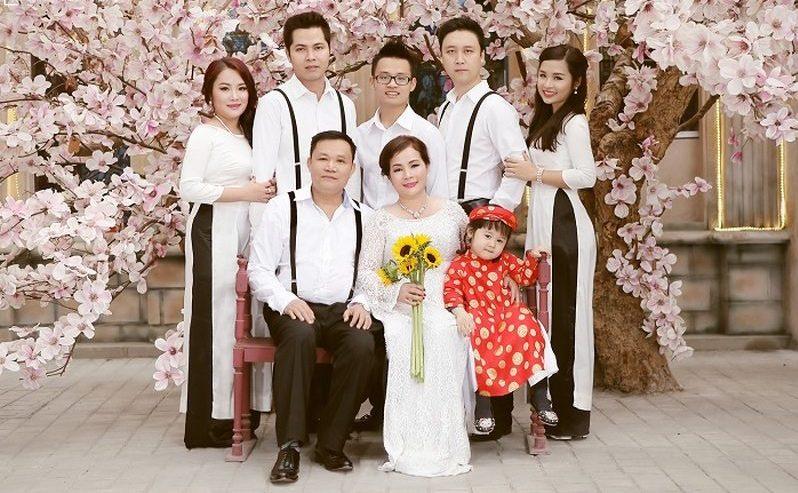 1001+ tạo dáng chụp ảnh Tết xinh lung linh cho gia đình
